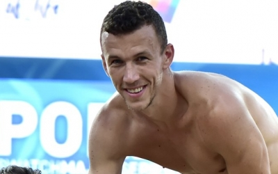 Perišić beach debut delayed