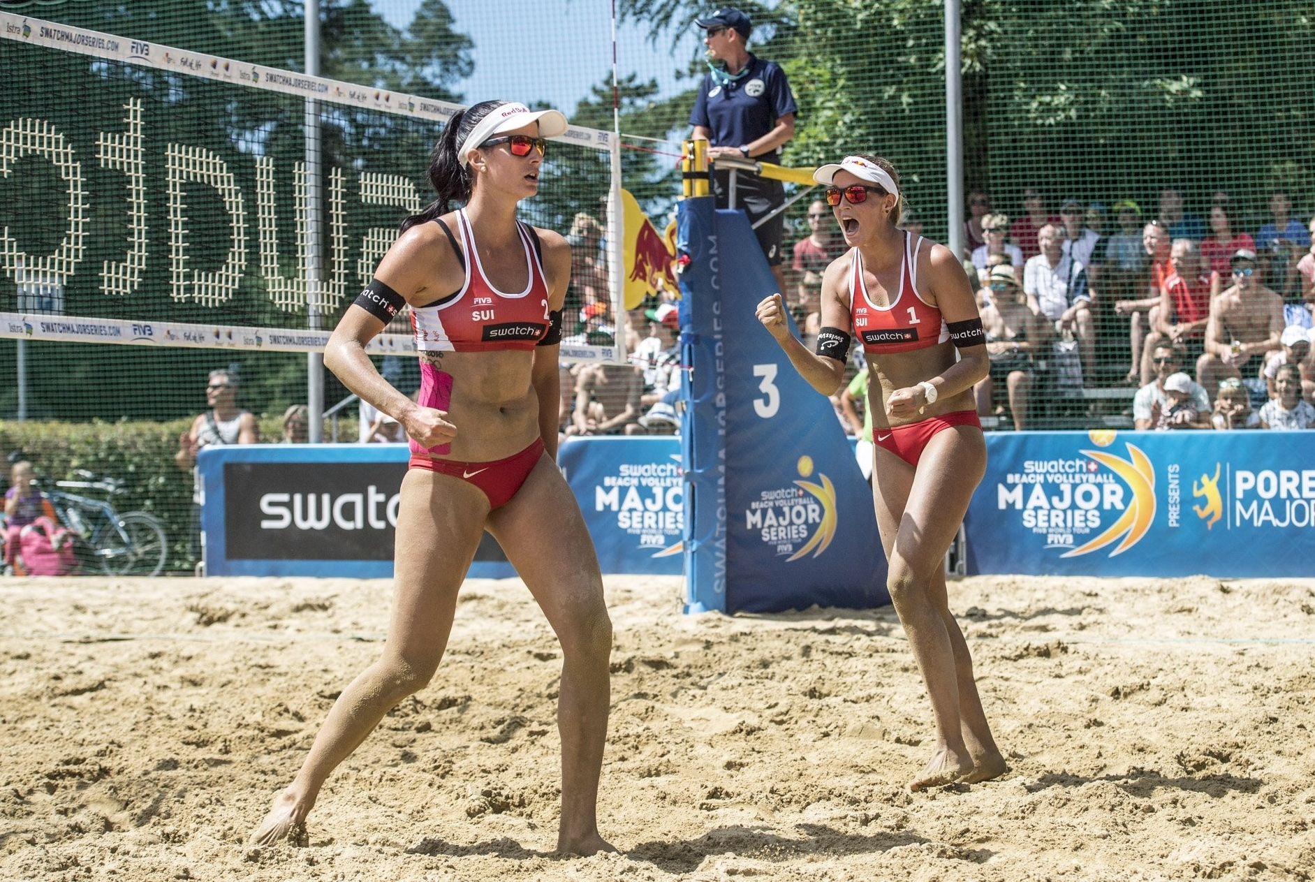 Anouk and Jo bounced back from defeat in the morning to book their place in the last 16