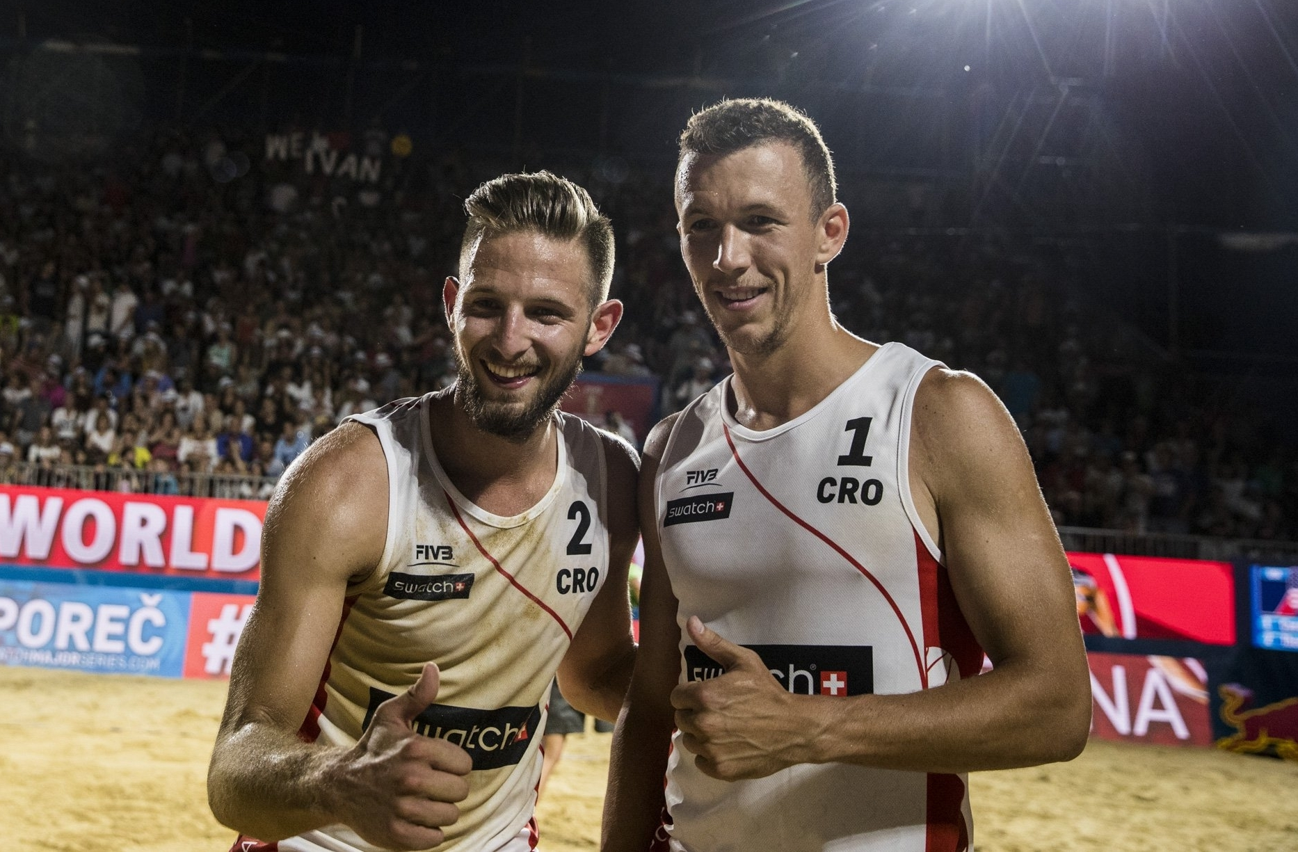 Ivan Perišić and partner Niksa Dell'Orco give the thumbs up after the game. Photocredit: Samo Vidic.