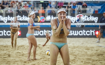 Divine Set stars Czech into semis
